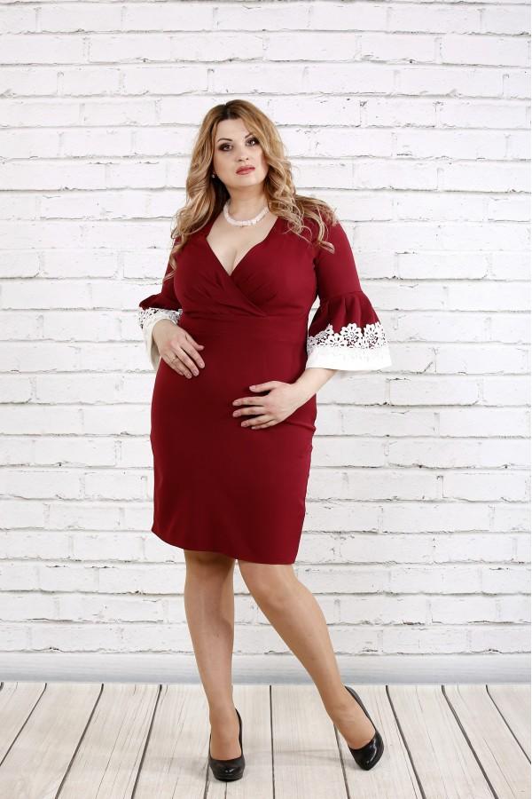 Фото Нарядное бордовое платье с декольте | 0761-2