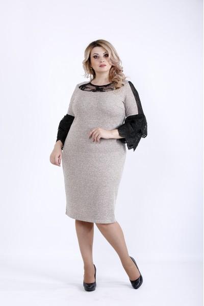 Фото Светлое платье с темными вставками из гипюра | 0901-3