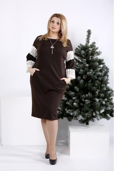 Фото Шоколадное платье с кружевом на рукавах | 0990-2