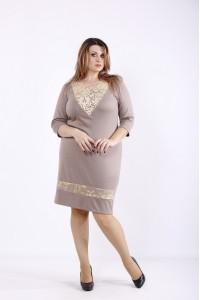 Фото Бежевое нарядное платье с золотым гипюром | 01265-3
