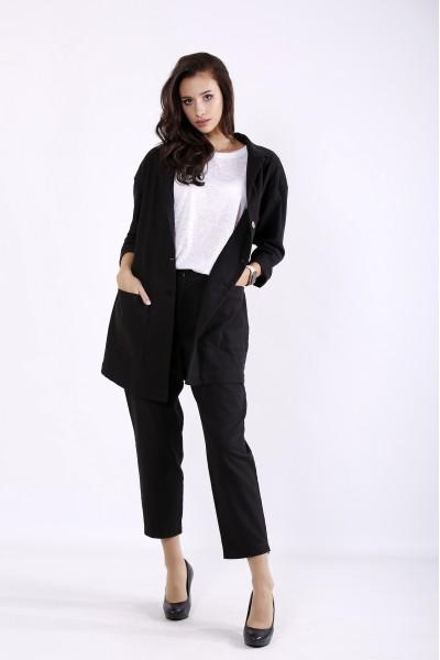 Фото Чорний стильний костюм: укорочені брюки і подовжений піджак | 01270-1